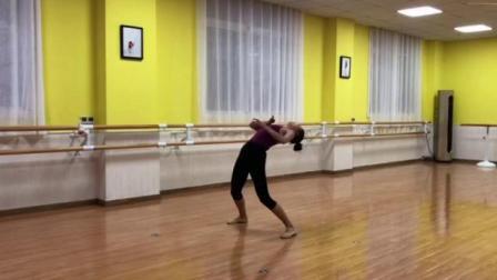 梦华舞蹈工作室: 现代舞巜赵一曼》