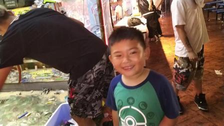 【快7岁】5-12哈哈在锦江乐园士林夜市玩打枪游戏VID_214711