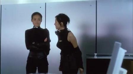 办公室布满红外线,美女热身想跳过去,搭档一个口香糖就解决了