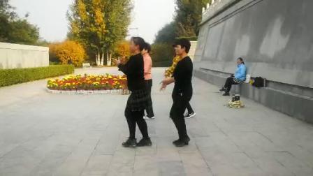 鹤壁淇畔吉特巴水兵舞(晨练)