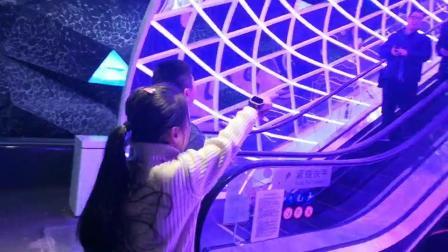 重庆又现网红打卡地 时光虫洞很潮酷