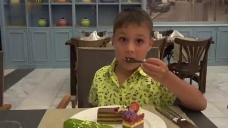 儿童益智早教学习,小吃货狂吃冰淇淋蛋筒和奶油蛋糕
