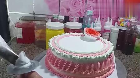 装饰简单的奶油蛋糕,裱花师的手艺太棒了,佩服