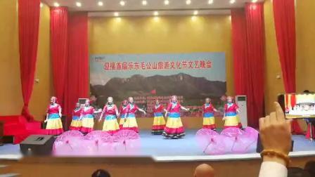 2018.12.20乐东黎族自治县保显学校教师在毛公山表演舞蹈《情深意长》