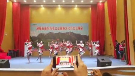 2018.12.20乐东黎族自治县保显学校学生在毛公山表演舞蹈《捡螺歌》