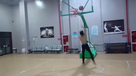 裸体打篮球