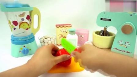 幼儿益智游戏,小朋友一起来做美味的水果蛋糕,锻炼宝宝动手能力