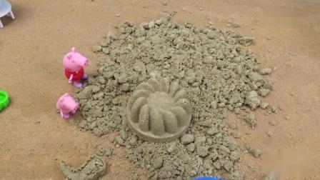小猪佩奇一家海边游乐场游泳度假做沙子蛋糕