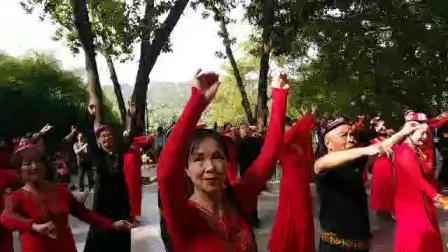 兄弟姐妹喜迎新春联欢会,表演新疆舞《亚丽古拉》