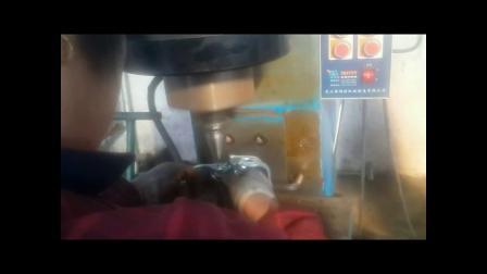 埃瑞特摆辗铆接机铆接脚手架扣件视频