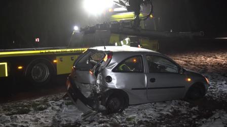 BAUM-CRASH IM SCHNEE EINSATZ ~ RETTUNG POLIZEI FAHRER mit SCHUTZENGEL BLAULICHT
