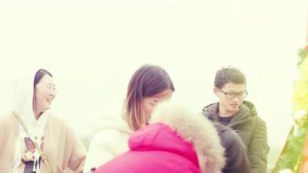 最强虐狗!小哥用巨型辣条圣诞树纪念与女友的首个圣诞节