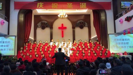 老年班献唱《圣诞欢腾》