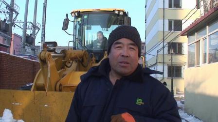 中润物业绿化公司购进小型清雪设备进入小区清理积雪