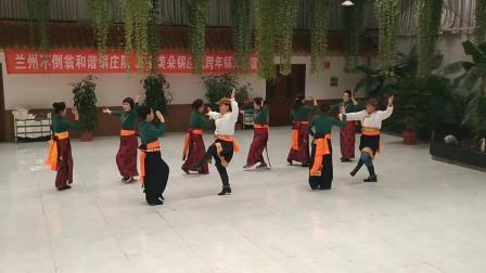 兰州不倒翁和谐锅庄队与五泉美朵锅庄队跨年联谊新队员学跳