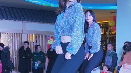 VID20181227194106美女精彩舞蹈