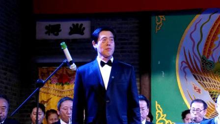 丹东波萨乐团迎新年文艺演出男生独唱《我爱五指山我爱万泉河》