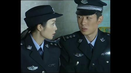 中国神探:两个警察守株待兔,大晚上没等到女疯子,却被山上的蛇虫吓着了!