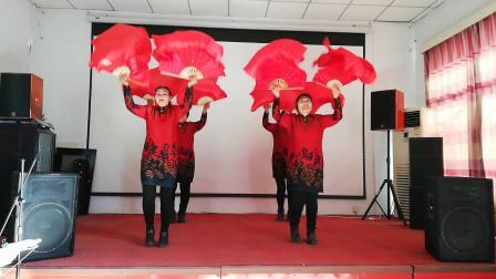 北京密东村鼓乐队迎新年为村民演出《欢聚一堂》