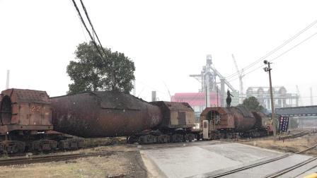 马钢铁运公司钢水包车通过三台路道口