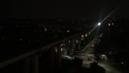 Z176杭州→哈尔滨西南京站开出通过南京长江大桥与K8365会车