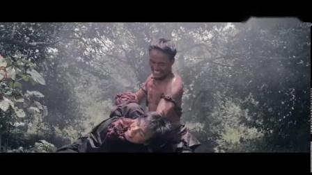 泰国游击战士与入侵的军队正面厮杀,女汉子被疯狂虐打