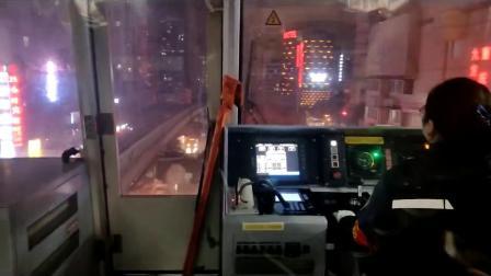震惊了!重庆魔幻地铁穿墙而过!
