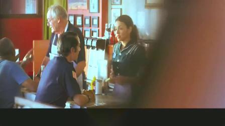 蓝莓之夜:男子说今天是自己最后一次来酒吧喝酒了