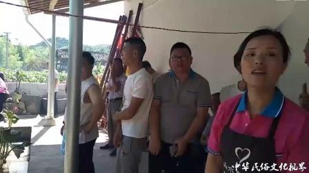 浙江龙泉市龙南乡民俗活动,每个人手里都要拿
