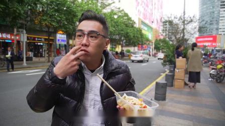 广西人一定不陌生的美味,皮韧馅多,一条胖胖的卷筒粉就能管饱!