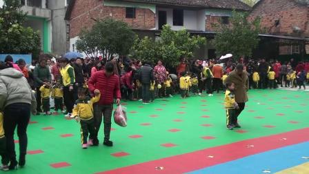 界小幼儿园:第一个游戏(两人三足走)