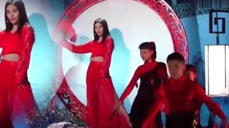 我在饭拍鞠婧祎演绎古风《红昭愿》, 这秀手玩转扇子太美了, 仙气!截了一段小视频