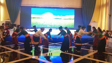 兰州不倒翁和谐锅庄队晚群新队员参加白塔山锅庄队年会学跳