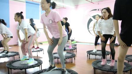 蹦床健身课程-私人教练培训-上海体适能健身教练培训基地