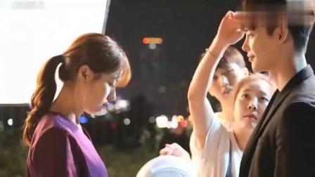 两人与导演研究吻戏!李钟硕边亲还边找镜头,韩孝周要求补唇膏?