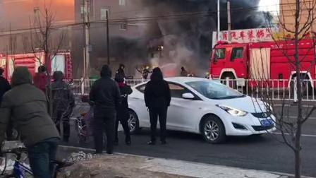 突发:刚刚万全景泰宾馆旁边突发火灾,火势冲天!