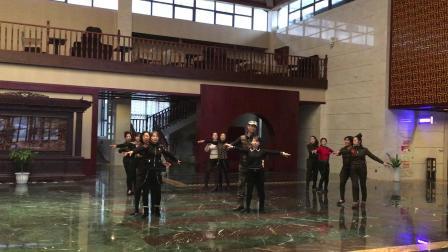 张玉龙新编(秦韵华尔兹二套)在韩城欣沐阳酒店教跳及演示2018年1月8日