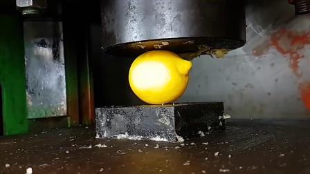 液压机的威力有多厉害?国外牛人用铁锤进行测