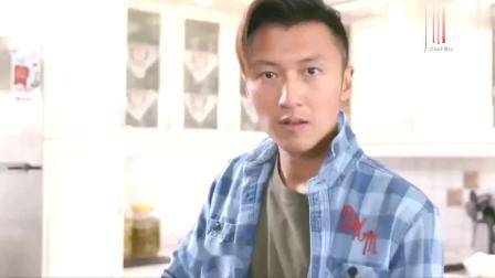 霆锋节目中自制烤茄子披萨,佘诗曼也勇敢挑战菜色,炸得满脸粉渍