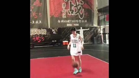 女子篮球单挑男,被这种神仙颜值的女生打爆