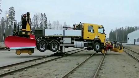 大货车开上火车轨道见过吗?监拍离奇画面