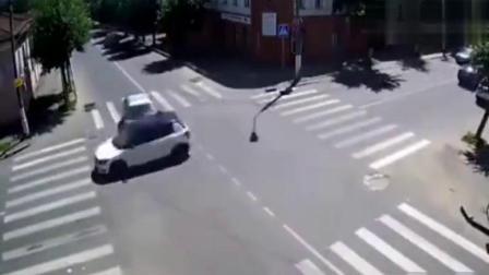 俄罗斯十字路口日常 谁让谁是孙子搞笑