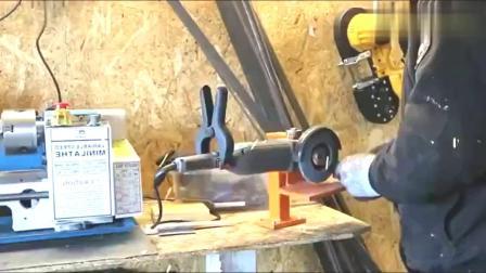 牛人用废铁制作的这个工具,老司机都会用到,