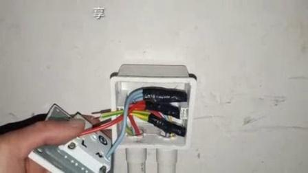 我在电工知识: 五孔插座怎么接线? 左零右火还是左火右零? 电工师傅教你接线安装截了一段小视频