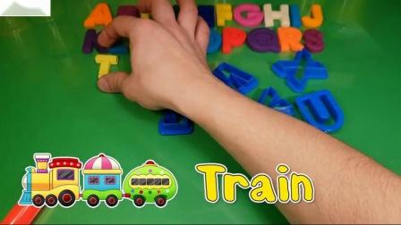 玩字母工艺与饼干模具从孩子彩虹学习信件和颜色