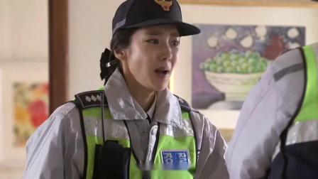 警察阿姨2:女子打电话到警局点菜,男警不明白不料女警接过电话,她在求救