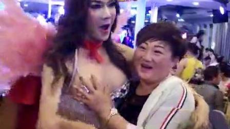 去泰国干什么,摸人妖!