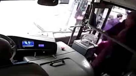 公交车上手机被偷 凶手竟是一对夫妻档
