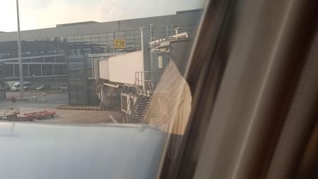 国航新空客A330-343傍晚引擎停车,廊桥靠近