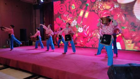 舞蹈《大红枣儿甜又香》表演者:陕西铜川市王益区民协舞蹈队